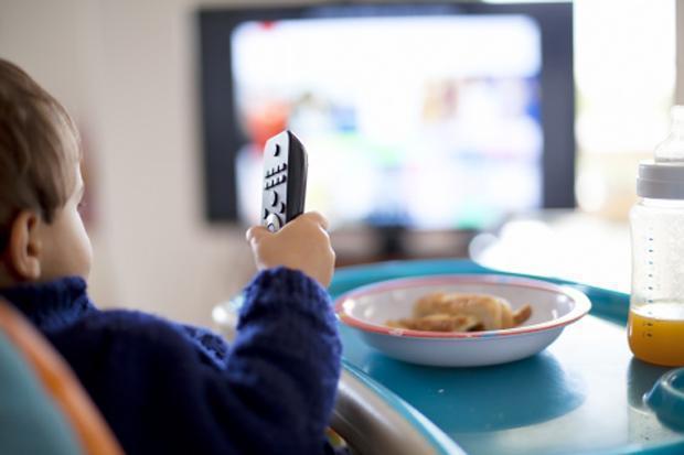 television enfants repas